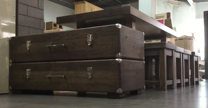 чемодан в интерьере