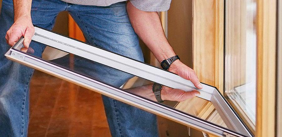 Вставка нового стекла и установка штапиков