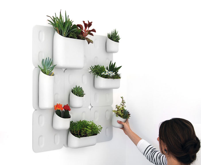Как повесить цветы в горшках на стену