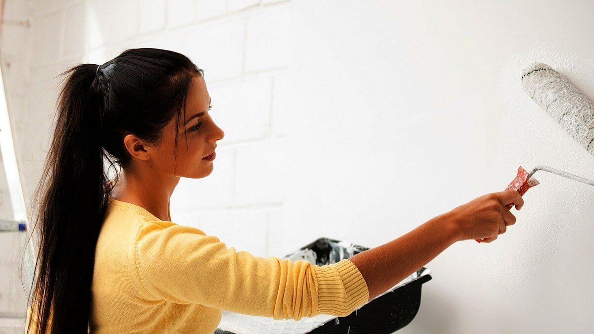 Грунтовка для стен под обои  выбор состава и правила