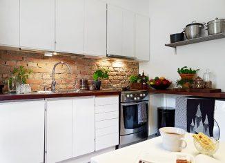 рабочая стенка на кухне из кирпича