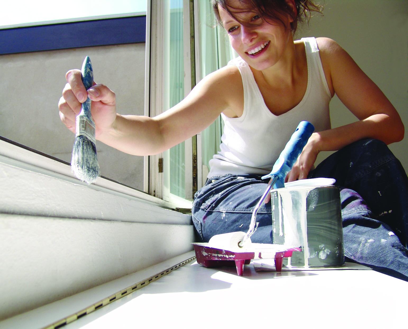 Как обновить краску на деревянных окнах?