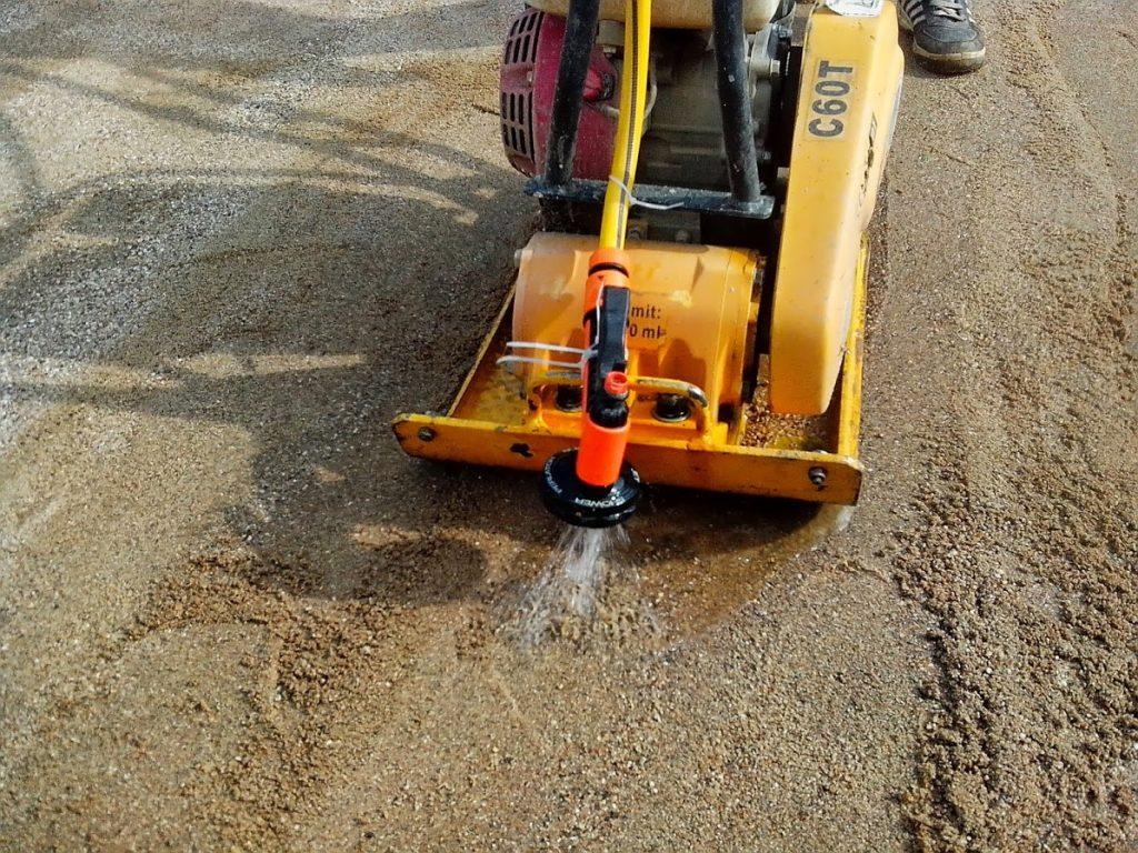 как трамбовать песок виброплитой