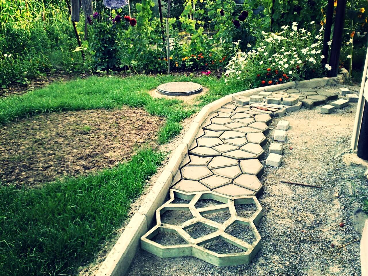 Садовые дорожки своими руками 29