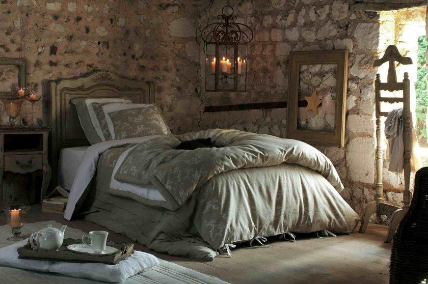 кровать в стиле шато